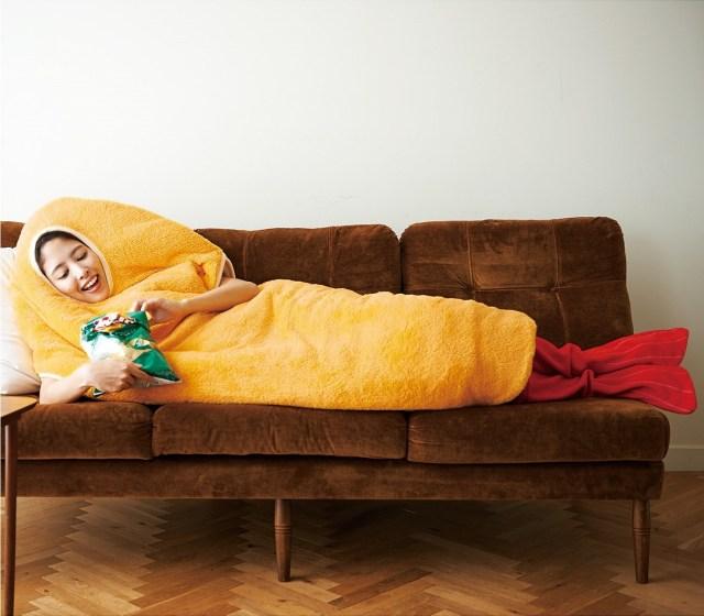 あったかエビフライに変身できる寝袋だよ / 着るだけで笑いとぬくもりがやってくるに違いないっ