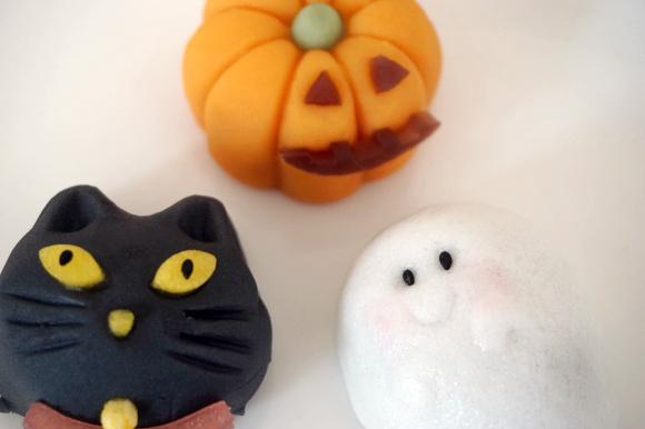 【ハロウィンスイーツ】美味しいのはどの子? シャトレーゼの和菓子「黒猫」「おばけ」「かぼちゃ」を食べてみたよ!