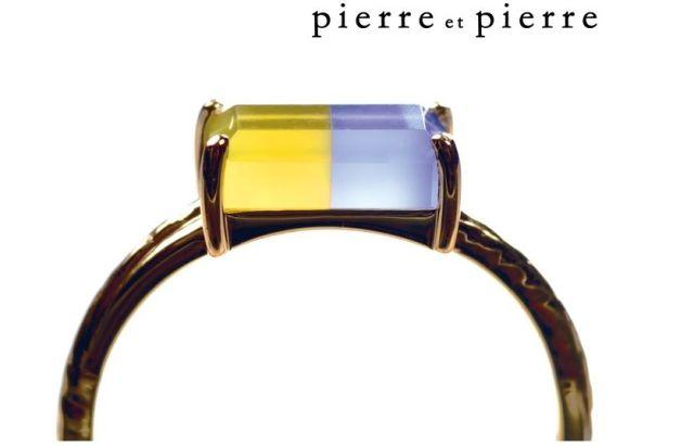 懐かしのキャンディー「キュービィロップ」みたいな指輪が話題になってるよ♪ キューブ状の2色の宝石を横並びにすると…おいしそう!!!