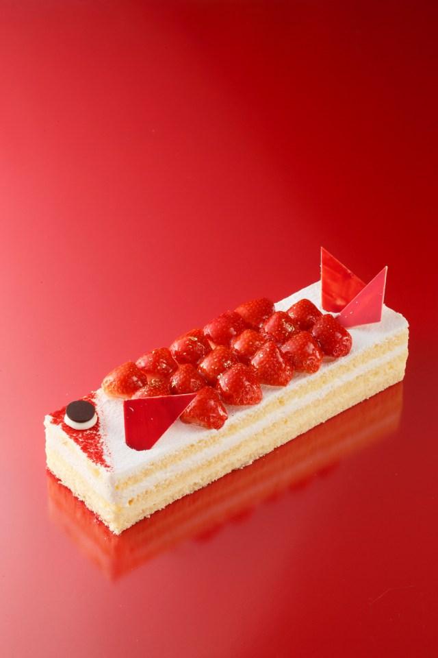 カープ優勝記念!? 広島のアンリ・シャルパンティエに登場中の「真っ赤な鯉のケーキ」がゴージャスでおいしそう♡
