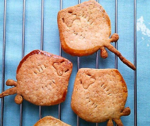 ニッコリ笑っているよな「エイの裏側」クッキーがかわいぃぃい / 恐竜のクッキー型を再利用して作ったんだって
