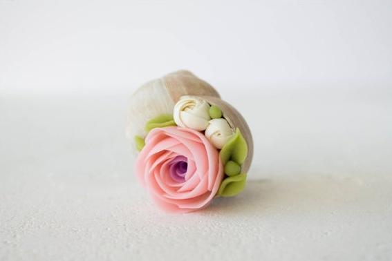 巻き貝とお花や多肉植物の組み合わせが新鮮♪ 家のあちこちに飾りたくなるオブジェ