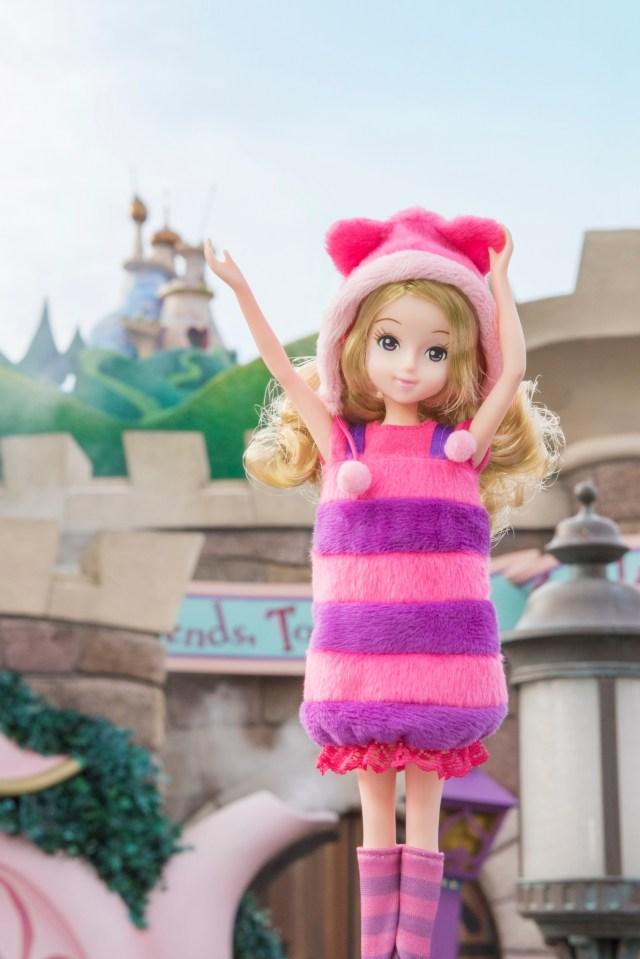 「東京ディズニーリゾート ファッションドール」第2弾は『ふしぎの国のアリス』/ チシャ猫とハートの女王をイメージしていて可愛いのです