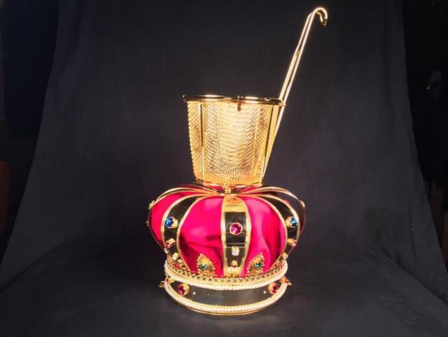 「つけ麺VSラーメン」イベントが開催されてるよ〜 優勝チームに贈られる王冠が超ド級のインパクトです