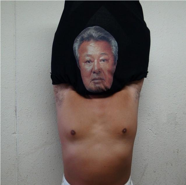 梅宮辰夫さん公認! ロバート秋山プロデュース「体モノマネTシャツ」が発売されたよーっ!! どこでも梅宮さんになれちゃうゾ