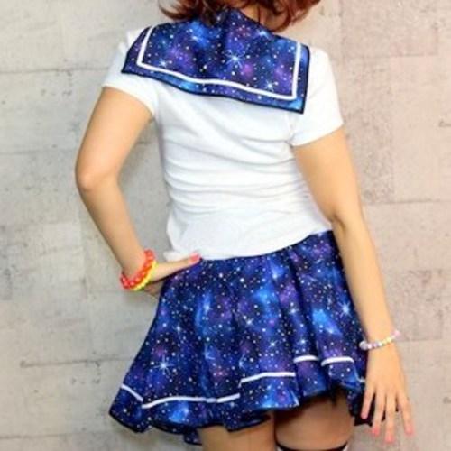 今年のハロウィンは宇宙柄のセーラー服で! 宇宙柄セーラー付け襟はどんな洋服でもファンタジーにしてくれる可愛さです