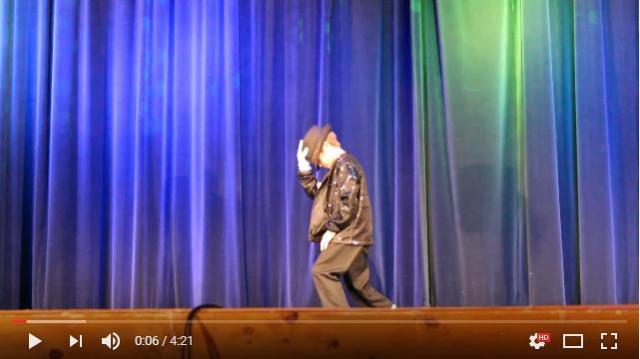 9歳の男の子が披露したマイケルの『ビリー・ジーン』に会場中が大盛り上がり / ムーンウォークがなめらかすぎ!