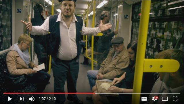 日本「電車内の化粧はやめろ」 ドイツ「何をしようが金支払ってんならOK♪」 懐が深すぎるベルリン交通局CM『どうでもいい』