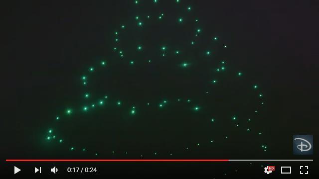 夜の空中に光のクリスマスツリーが浮かび上がる!! フロリダのディズニー・ワールドでハイテクな幻想イベントが行われる模様です