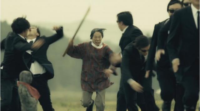 【おばあちゃん無双】宮城県登米市のPR動画がアクション大作すぎ / 郷土料理を守るためにおばあちゃんが男たちをなぎ倒す!