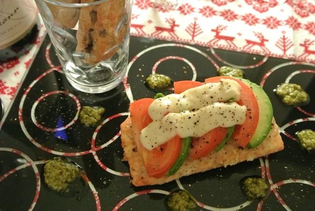 【絶品レシピ】「ダイエー」おすすめの「秋鮭の焼きカプレーゼ」を作ってみたよ / クリスマスにもぴったりの美味しさ♪
