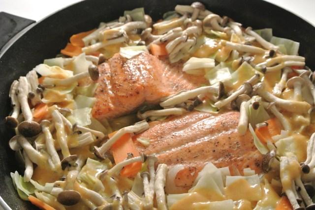 【絶品レシピ】キューピー紹介の「秋鮭のみそマヨちゃんちゃん焼き」を作ってみました / ご飯がもりもり進んじゃう危険なおいしさですよ〜
