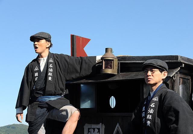 岡田准一が20代から晩年までを演じる映画『海賊とよばれた男』主人公・国岡のことがもっと知りたくなる【最新シネマ批評】