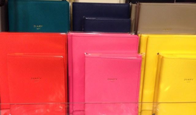 手帳の色があなたの2017年を左右する!? 「上げたい運気」別・オススメの手帳カラーをご紹介