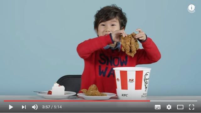 アメリカの子どもたちが他の国のクリスマス料理に挑戦! 日本のチキンやケーキを食べたらどんなリアクションになる?