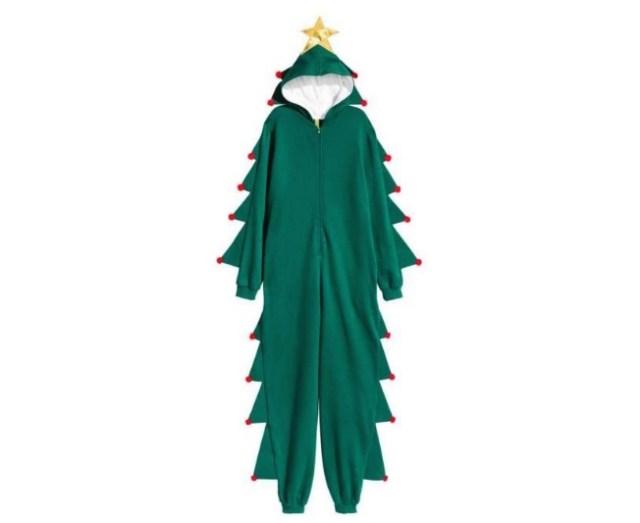 H&Mのファニーなクリスマスアイテムが今年も登場 / クリスマスツリーになれるパーカーが「つなぎ」になって破壊力アップ