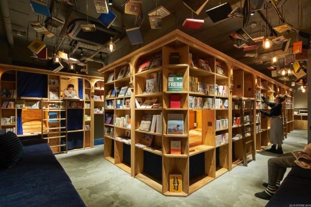 """""""泊まれる本屋"""" がコンセプトの「BOOK AND BED TOKYO」2号店が京都にオープンしたよ! 地ビールが飲めるバーカウンターも♪"""