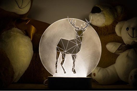 お家クリスマスにピッタリ♪ 見なれた空間をロマンチックに演出してくれる動物モチーフの幾何学ランプ