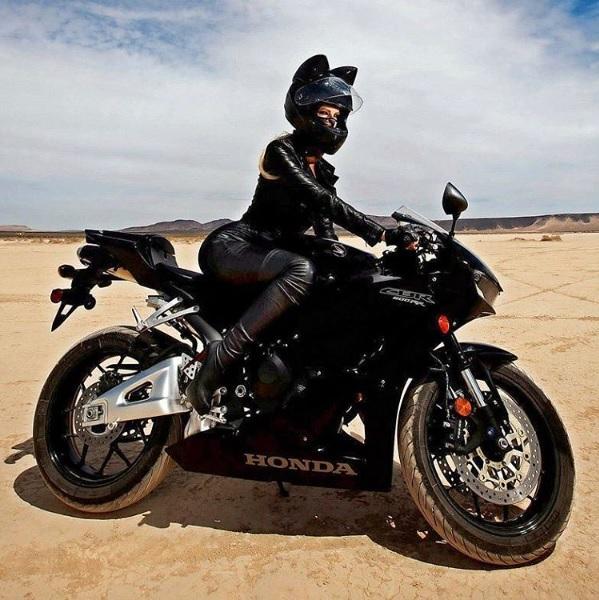 【クール&セクシー】ロシア発のバイク用「ネコ耳ヘルメット」が日本に上陸 / キャットウーマンみたいでかっこいい!!