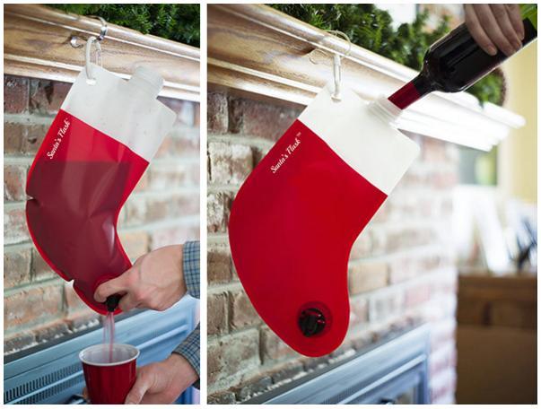 【ウェイなパリピ向け】クリスマスの靴下みたいなワインパックを見つけたよ♪ グラスにじゃんじゃん注ぎたくなっちゃいます