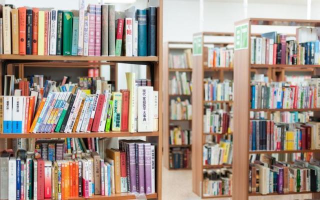 じわじわと人気が広がる「図書館福袋」って知ってる?  中身は秘密だけど新しい本に出会うワクワク感がそこにはありました