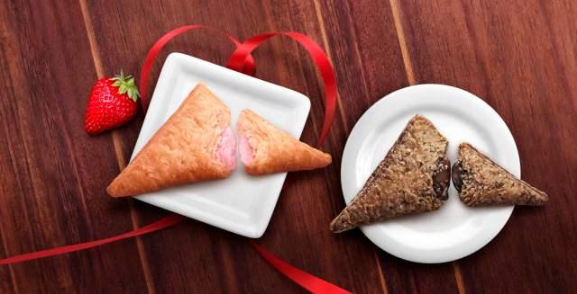 ファーストキスの味がするってホントですか? マクドナルドの「三角チョコパイ」にいちご味が期間限定で登場だよ♪