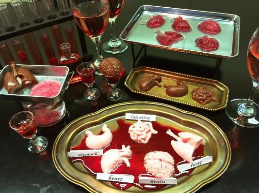 【ギャー!!!】不気味な臓器チョコが簡単に作れる「人体臓器シリコントレー」が数量限定で発売中 / ピンクのいちごチョコでリアルに仕上げるべし