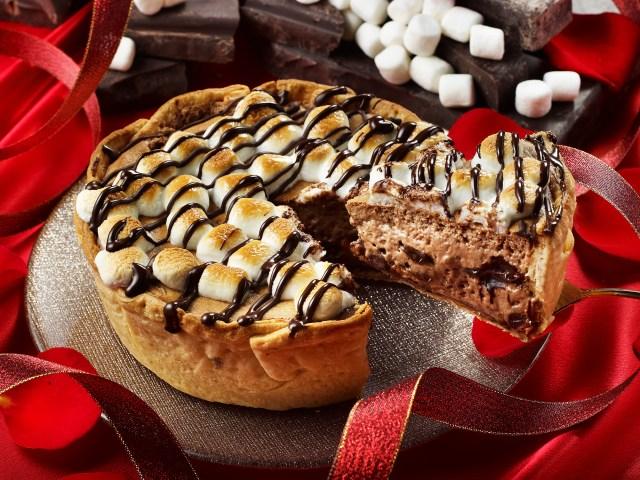 これはご褒美ケーキや!! 禁じ手の焼きマシュマロをトッピングしたとろっとろ半熟チョコチーズタルトが期間限定で登場したよ★