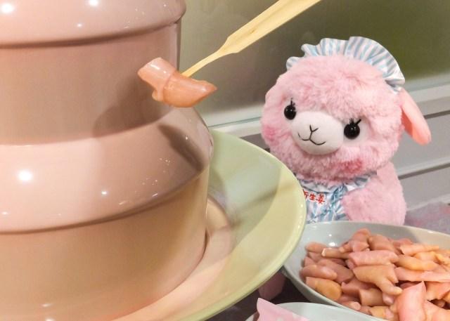 【天才の発想か】新生姜をつけるピンクジンジャーチョコファウンテンだと!? 岩下の新生姜ミュージアムのバレンタインイベントが攻めすぎです…!