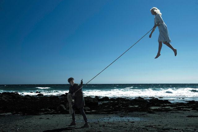 ティム・バートン監督作『ミス・ペレグリンと奇妙なこどもたち』は個性的すぎる人を救う優しいファンタジー【最新シネマ批評】