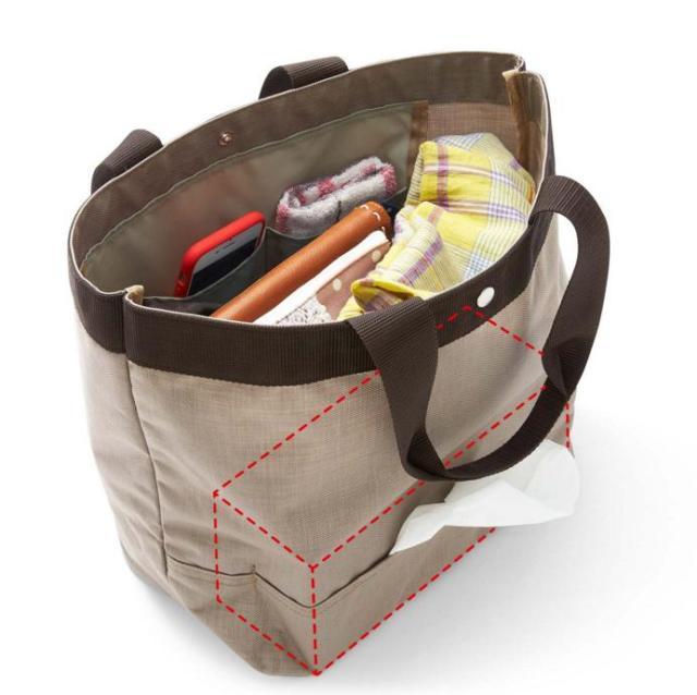 【花粉症必見】 ティッシュがそのまま出せるバッグが登場! 箱ティッシュを固定するバンドつきで大容量なので超便利