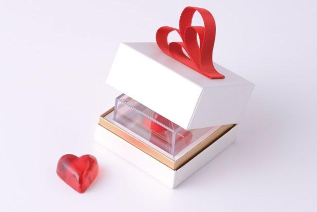 真っ赤なハートの形のキャンディー「スイートハート」のスペシャル感がスんゴイ / 宝石みたいにキラキラしてます♪