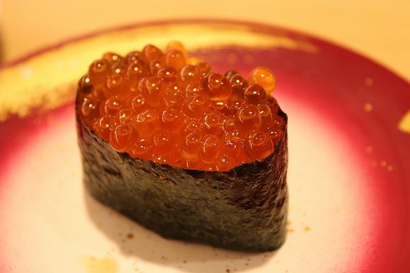 回転寿司、いつも何皿食べてる? 「3皿だけ」「やせの大食い?20皿」「回転寿司なら底なし」という猛者も!
