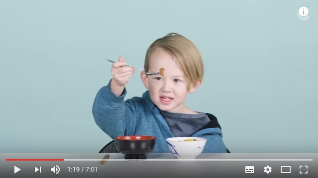 納豆、刺身、おしるこ…アメリカのキッズが日本食にトライ → 「最初はおいしいと思ったけど口の中で爆発したわ」とガチの悪戦苦闘っぷりをご覧ください