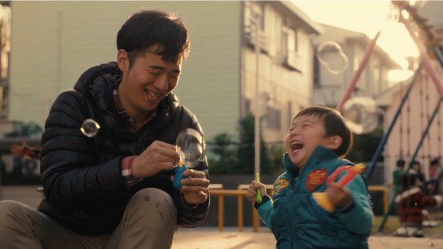 パパと息子、はじめてのふたり暮らし。ママが里帰り出産中の1か月間を追ったドキュメンタリー動画が心あたたまる!