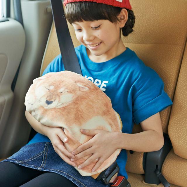 【癒し】ひざの上で子犬がスヤー…しているみたい!! シートベルトの食い込みをまもってくれる子犬型シートベルトパッドにキュン