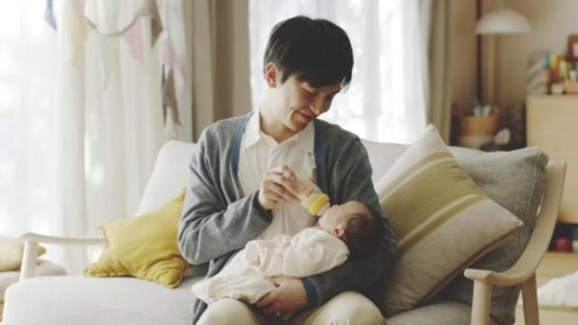 「1日1回パパチチしよう!」ってどういうこと!? → 「授乳で赤ちゃんに接するきっかけをつかんでほしい」という願いがこもってました