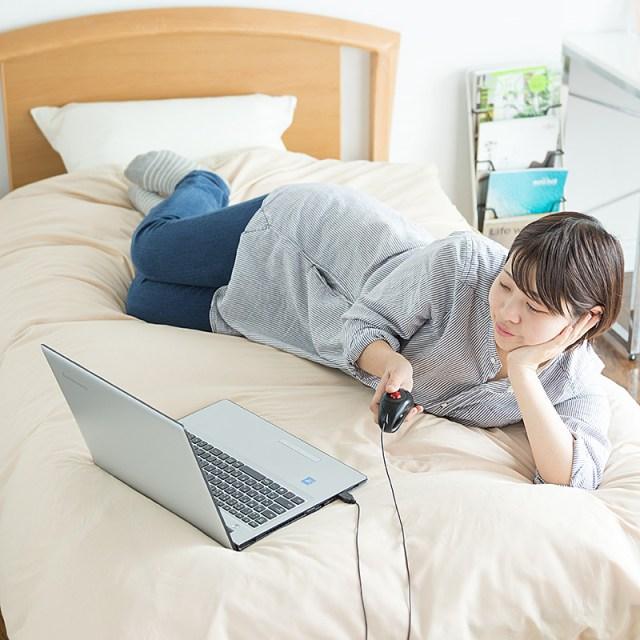 【ごろ寝ラバーズ必見】寝たままパソコン操作できる「ごろ寝マウス」が便利すぎ! 空中でカーソルを動かせるよ‼︎