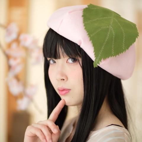 【即完売】 お花見にかぶっていきたい「桜餅ぼうし」が大人気♪ ピンクと緑のカラーリングとまあるいフォルムがめっちゃかわいい