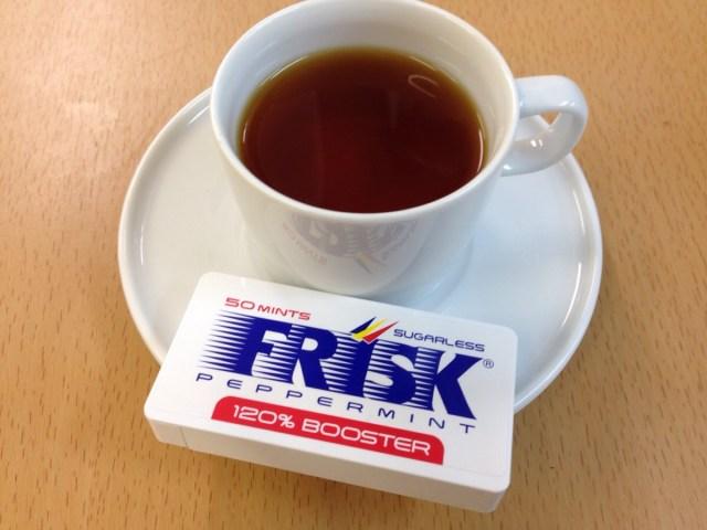 【ずぼらレシピ】紅茶にフリスクを入れるだけでミントティーができる!? 緑茶に入れたらオシャレなモロッカンミントティーもできる