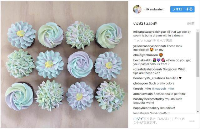 ケーキに「ゆめかわいい」お花を咲かせる職人さん /  カップケーキを並べると一面のお花畑のようです♪