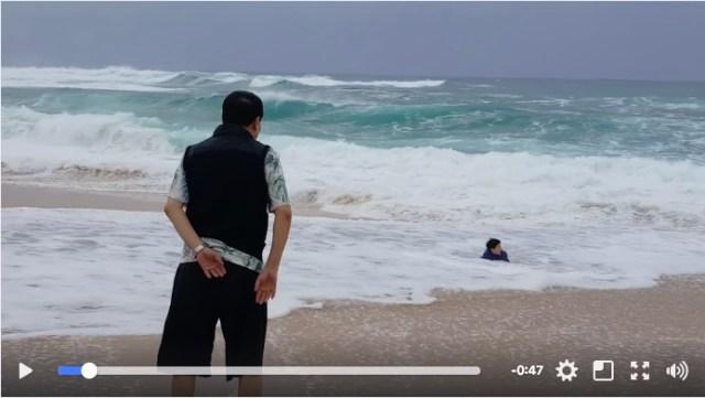 海での油断は禁物! 波に飲まれどんどん沖へ流される子供を救助するまでの動画に背筋がゾゾゾ