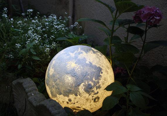 月や火星をモチーフにした「惑星ランプ」にうっとり…クレーターを凹凸で再現するなど細部にこだわりが!