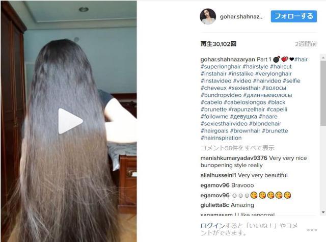 【なるほど】超ロングヘアーはこうやって髪の毛をとかすのか…ヒザまである髪の毛を丁寧にとかす美女のヘアテクニックをご覧あれ