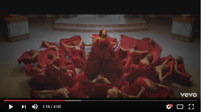 【鳥肌】アリアナ × ジョンによる映画『美女と野獣』のテーマ曲MVが公開 / ダンサーの真紅のドレスで表現される薔薇が美しい…