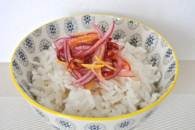 【5分で完成】ご飯が超絶すすむ、インドネシア版「食べるラー油」こと生サンバルを作ってみよう