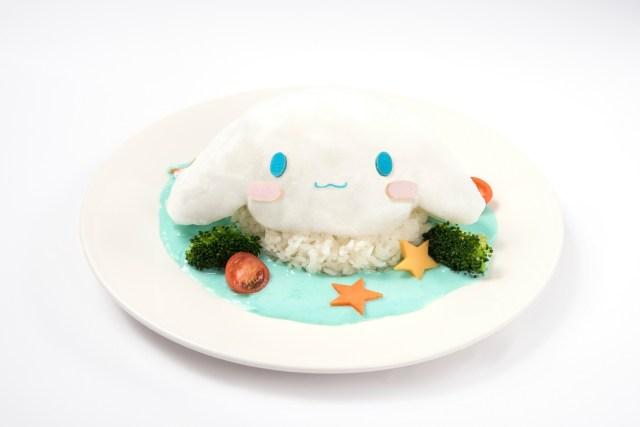 ふわふわの綿菓子がのった青いカレー!? 「ふわふわシナモロール展」のカフェメニューはかわいいけどめちゃ斬新です!!!