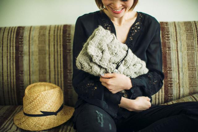 キュートなクラッチ&かごバッグを作ったのは全国のおばあちゃんとおかあさん! 高齢者の技術を生かした編み物バッグブランドが素敵
