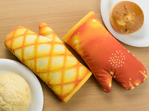 今までなかったのが不思議!! クリームパンやメロンパンの形のキッチンミトンが食べちゃいたいほど美味しそう♡