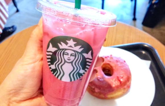 """【スタバ裏ワザ】ほんっと美しい """"ピンクドリンク"""" をカスタムできるよ♪ 初夏にぴったりな梅のような味わいでおいしい〜っ"""